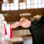 結婚指輪を左手薬指にはめる意味は?人気の素材は?外国ではどうか?