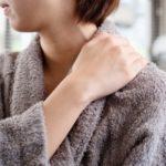 初耳学紹介、話題「肩こり解消シャワー術」とつり革持ち方で肩こり予防